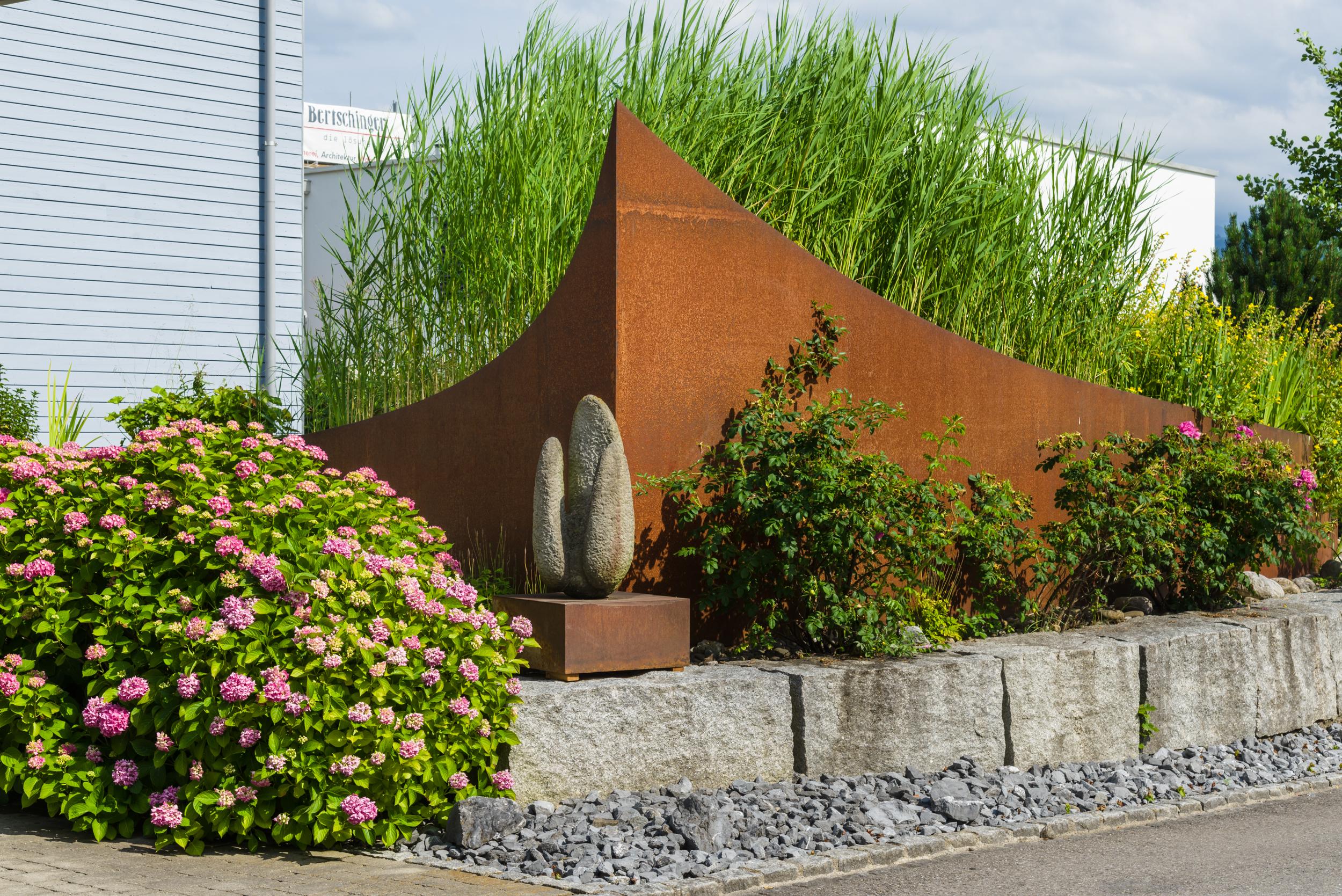 Gartengestaltung einfamilienhaus jona schindler for Gartengestaltung 20 qm